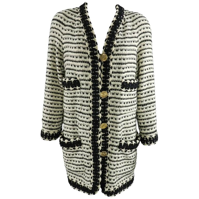 Chanel vintage 1980's Thick Tweed Ivory and Black CC logo Jacket For Sale