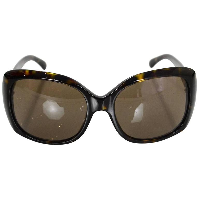 2de13e3581456 Chanel Tortoise CC Sunglasses with Case For Sale at 1stdibs