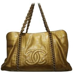 Chanel gold patent leather shoulder bag