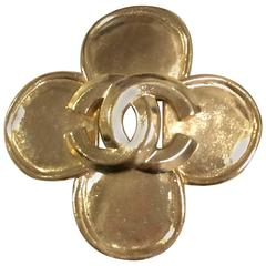 MINT. Vintage CHANEL Gold tone flower brooch with CC mark. Elegant and classic.