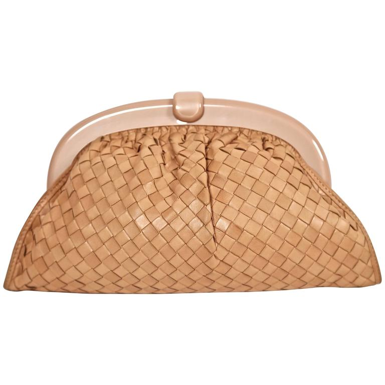 1980's BOTTEGA VENETA blush woven leather clutch with lucite frame For Sale