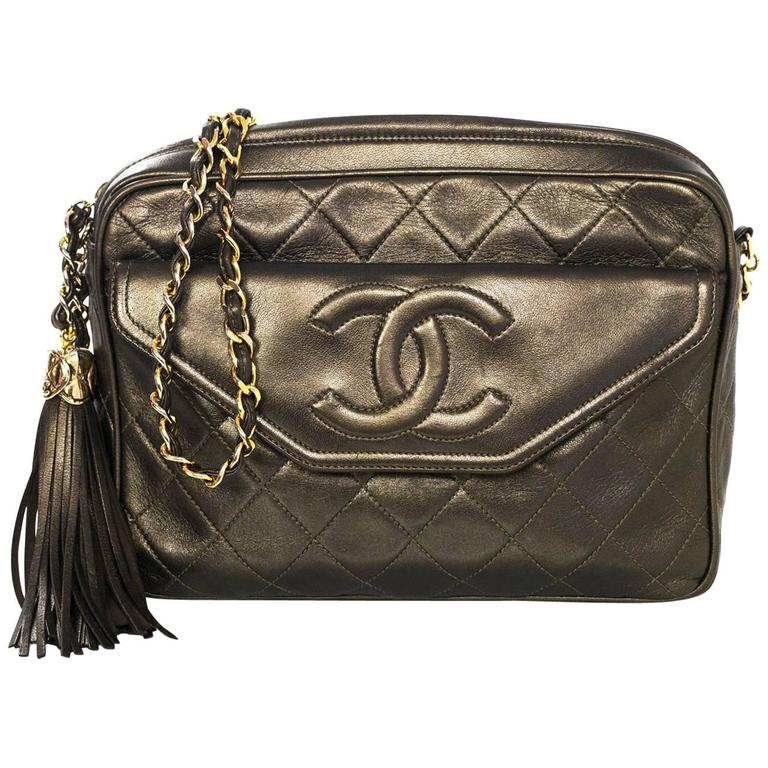 d7d173bad208f6 Chanel Vintage Green Metallic Lambskin Leather Quilted CC Camera Bag w/  Tassel For Sale