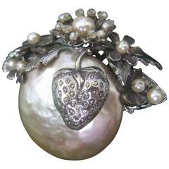 Miriam Haskell Elegant Baroque Glass Pearl Strawberry Brooch ca 1950