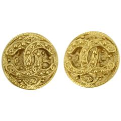Chanel Vintage Double C earring in gold Plated Metal