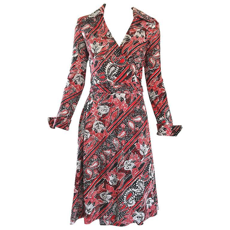 c93c5ddc58a9c2 1970er Jahre Diane Von Furstenberg Bandanna Druck Rot-Weiß-Blaues Vintage  Wickelkleid 1