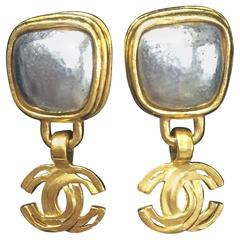 Vintage CHANEL dangling earrings with large CC mark and gunmetal faux pearls.