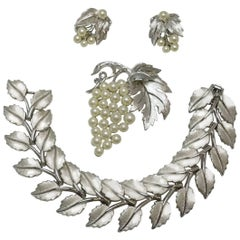 Vintage Highly Collectible 1950s Trifari Leaf Bracelet, Brooch & Earrings Set