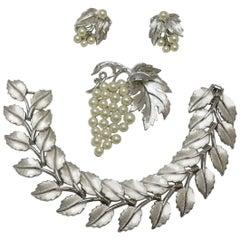 Vintage Highly Collectible 1950s Trifari Leaf Bracelet, Brooch & Earrings Set
