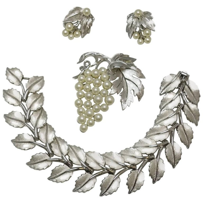 Vintage Highly Collectible 1950s Trifari Leaf Bracelet, Brooch & Earrings Set For Sale
