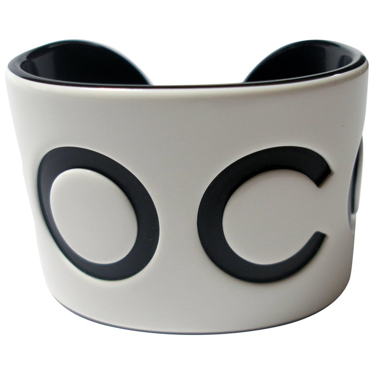 VINTAGE CHANEL White & Black Resin COCO Large Wide Cuff Bangle Bracelet  For Sale