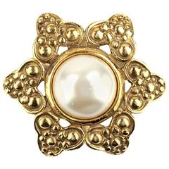 90s Chanel Mabe Pearl Brooch