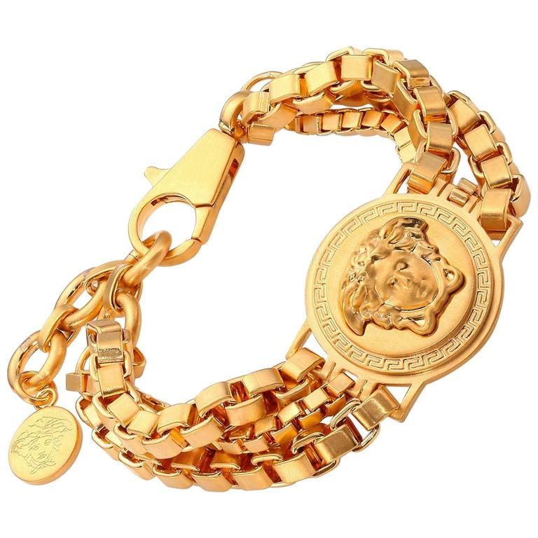 Versace Logo Bracelet in Gold Metal