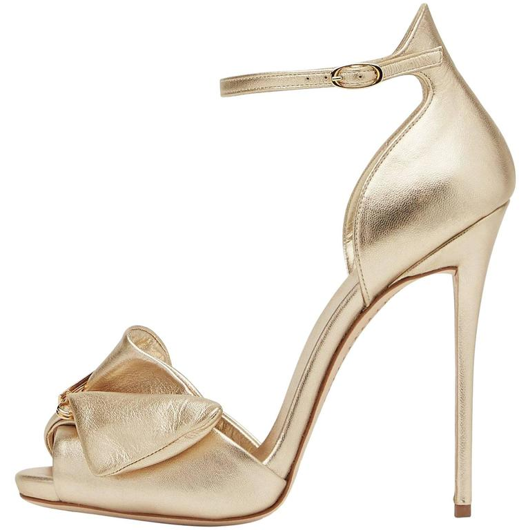 Giuseppe Zanotti New Gold Leather Bow Crystal Brooch Evening Sandals Heels Box For Sale