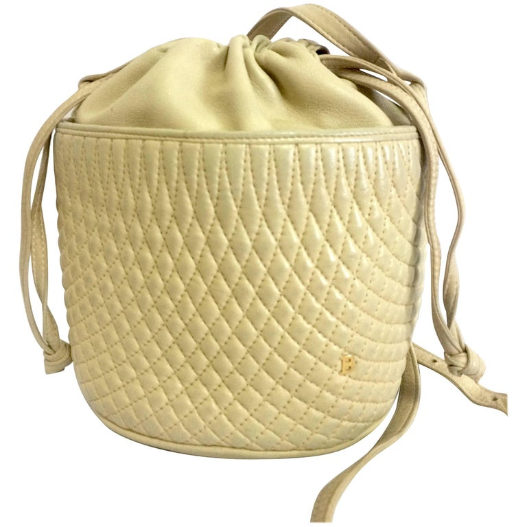 Vintage BALLY ivory white quilted lambskin mini hobo, bucket shoulder bag.