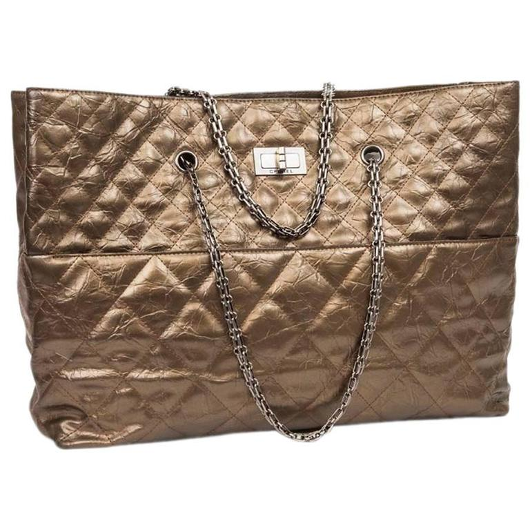 cb4ca12e1385ce CHANEL Tote Bag Gilded Bronze Aged Leather For Sale at 1stdibs