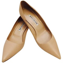 Manolo Blahnik Beige Leather Low Pumps With Pointed Toes Size 38