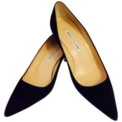 Manolo Blahnik Black Suede Low Pumps With Pointed Toes Size 38
