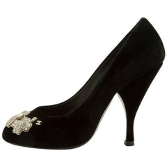 CHANEL Couture Heel Pumps Size 37.5FR in Black Silk Velvet and Embroidery