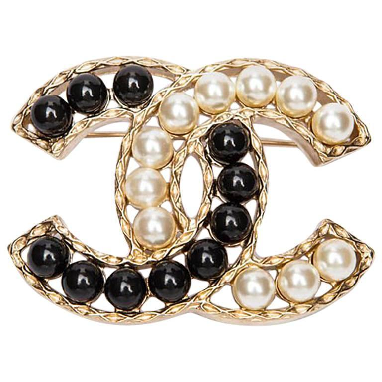 CHANEL CC Brooch set with Bicolor Pearls