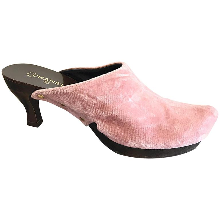 5b07ddb0a90 1990s Chanel Vintage Pink Velvet Size 37.5   7.5 High Heel 90s Clogs    Shoes For
