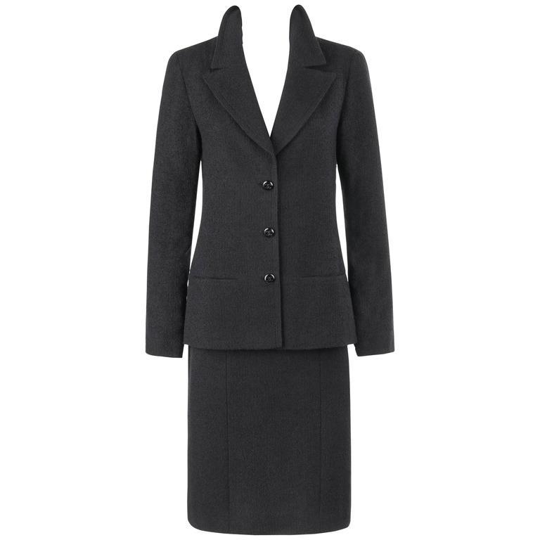 CHANEL A/W 1998 2 Piece Classic Black Boucle Wool Blazer Pencil Skirt Suit Set For Sale