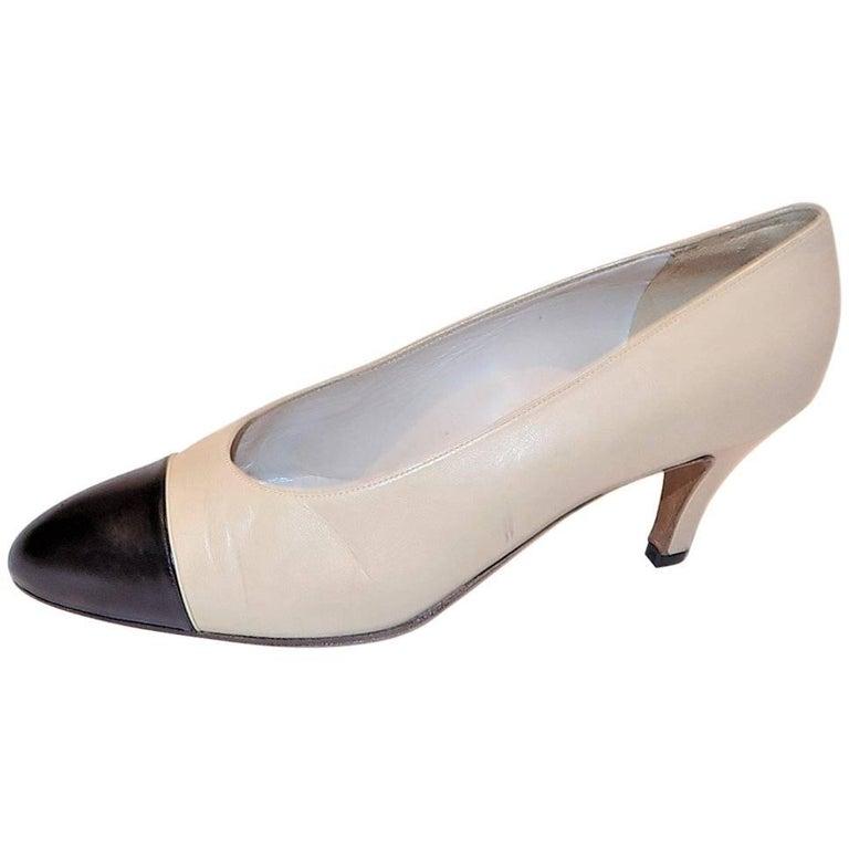 Chanel classic two tone Noir Cap toe leather pumps sz 38DE 1