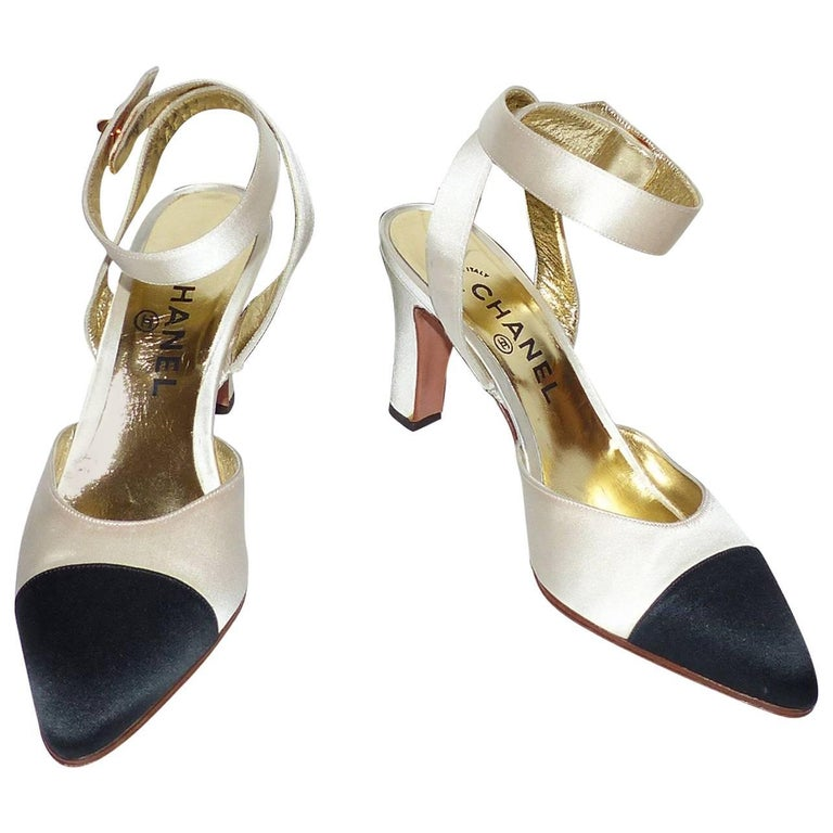 COLLECTOR Chanel Pumps Bicolor Black and Ivoire Satin size 37-37.5 / LIKE NEW For Sale
