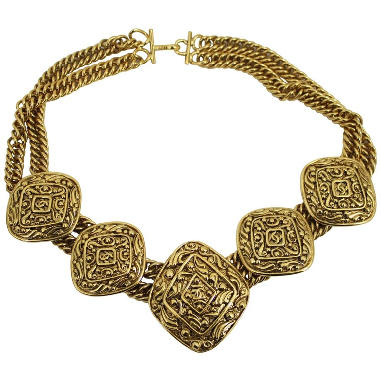 Gorgeous Collector  Vintage Chanel Goold Plated Necklace.  For Sale