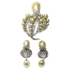 RARE COUTURE Christian Dior Large Vintage Dated 1960 Faux Pearl & Crystal Brooch
