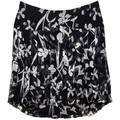 Chanel Black & Grey CC Floral Silk Pleated Skirt Sz FR44