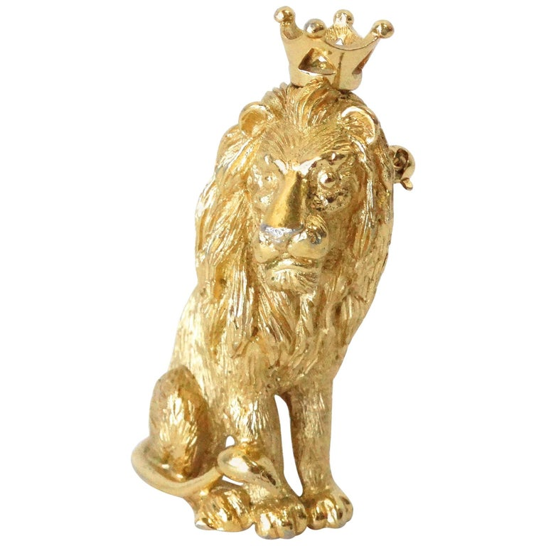 1970s Trifari Lion Pin with Crown  For Sale