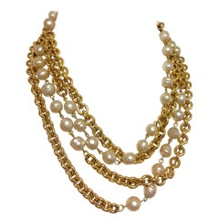 Vintage CHANEL double layer long chain necklace with baroque faux pearls.