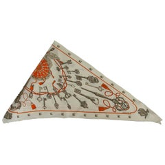 Hermes Silk Scarf Triangle Les Clefs Créme Grey Orange / EXCELLENTE CONDITION