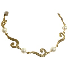 MINT. Vintage Moschino chain necklace with golden question marks and faux pearls