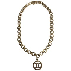 Vintage CHANEL Pendant Necklace in Gilded Metal