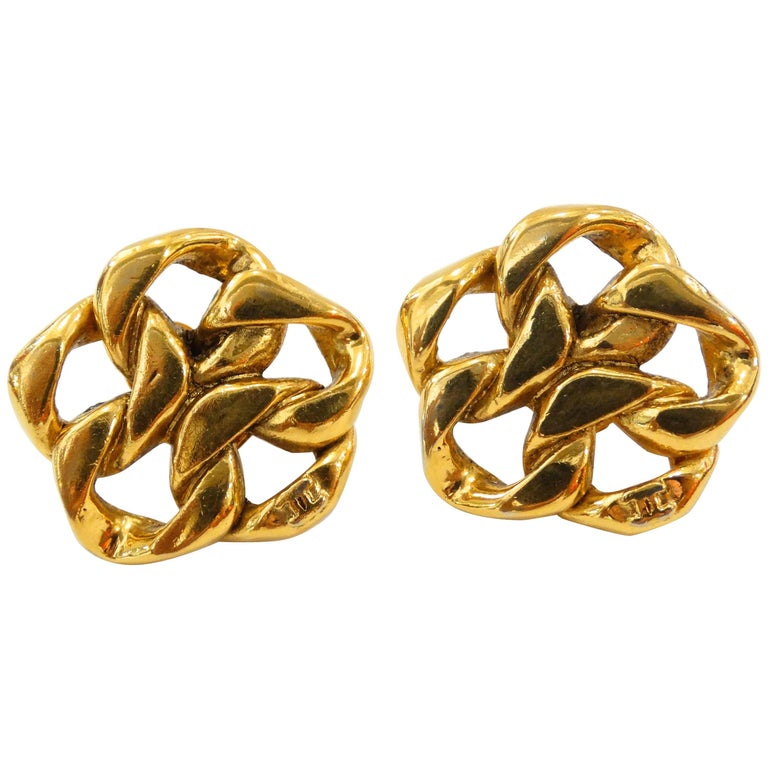 1980s Chanel Gold Chain Clip On Earrings For Sale