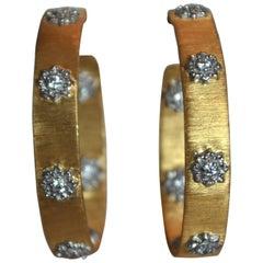 Bijoux Num Flower Pattern Narrow Hoop Earrings in Gold and Rhodium