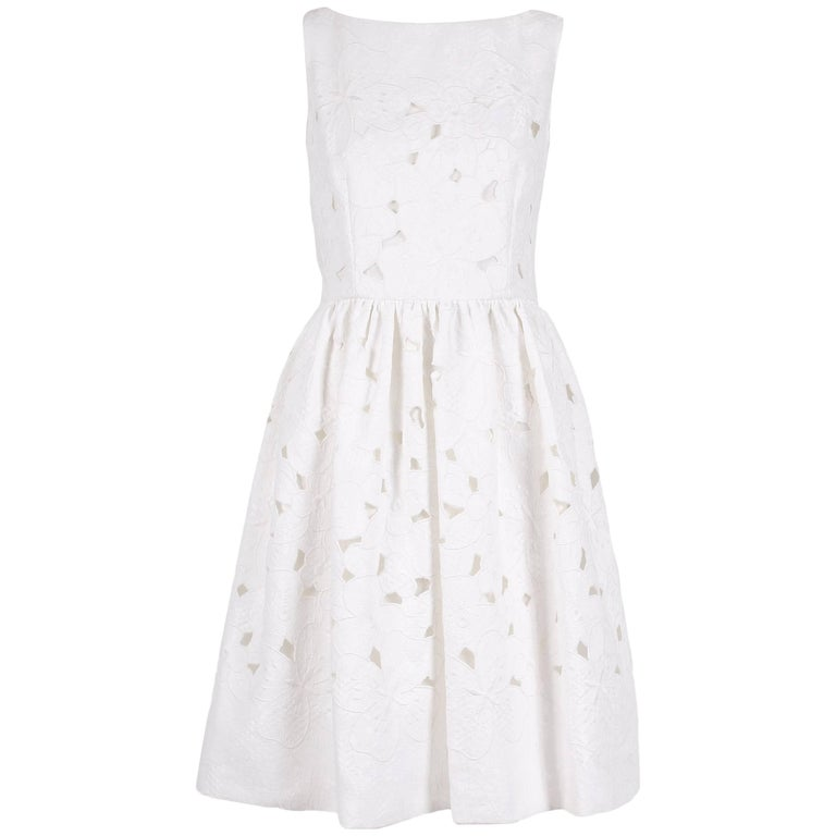 2013 Dolce & Gabbana White Sleeveless Floral Cutout Day Dress - NWT For Sale