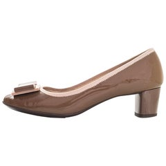 Salvatore Ferragamo Taupe Patent Leather Bow Pumps Sz 5