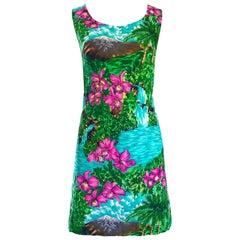 Superb 1960s Novelty Print Dancing Hula Girls Hawaiian Print Mini Shift Dress