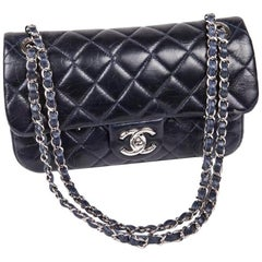 CHANEL Flap Bag in Bi-Material Navy Blue Tweed and Quilted Leather