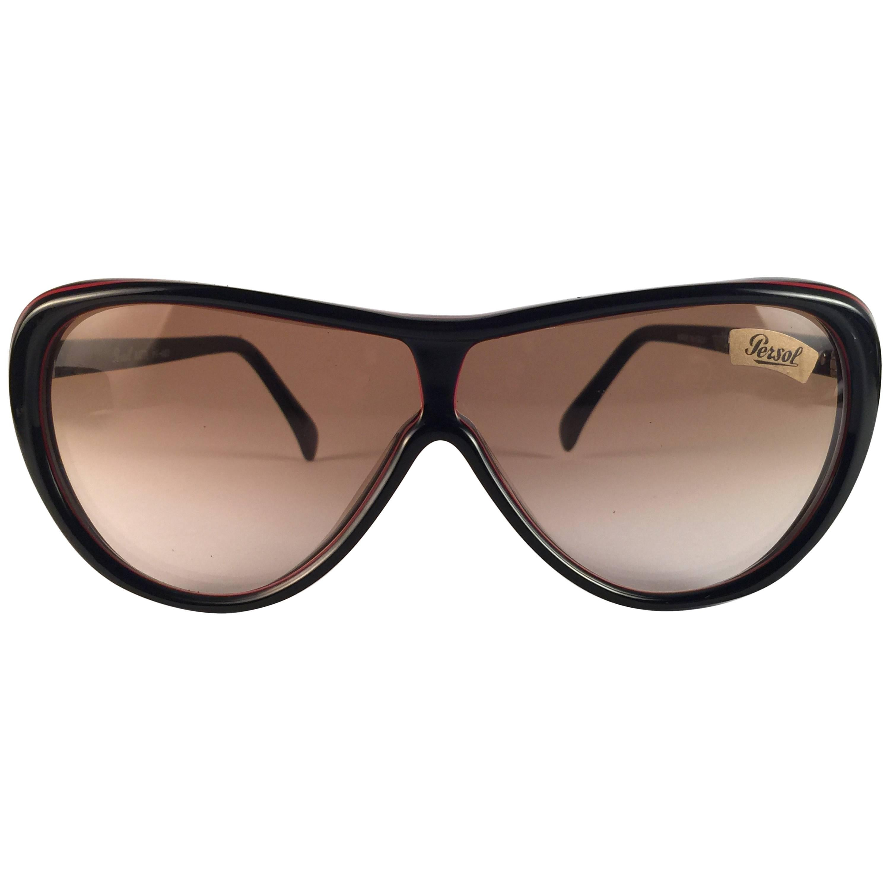 5914f683f6 New Vintage Persol Ratti Pininfarina Red and Black Made in Italy Sunglasses  1980 s For Sale at 1stdibs
