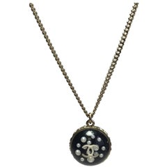 CHANEL Necklace in Gilded Metal and Ball Pendant with Inclusion of CC and Pearls