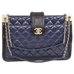 CHANEL Bag in Blue Quilted Leather and Black Finishes