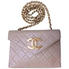 Vintage CHANEL beige lambskin chain shoulder purse with large CC beak tip flap.
