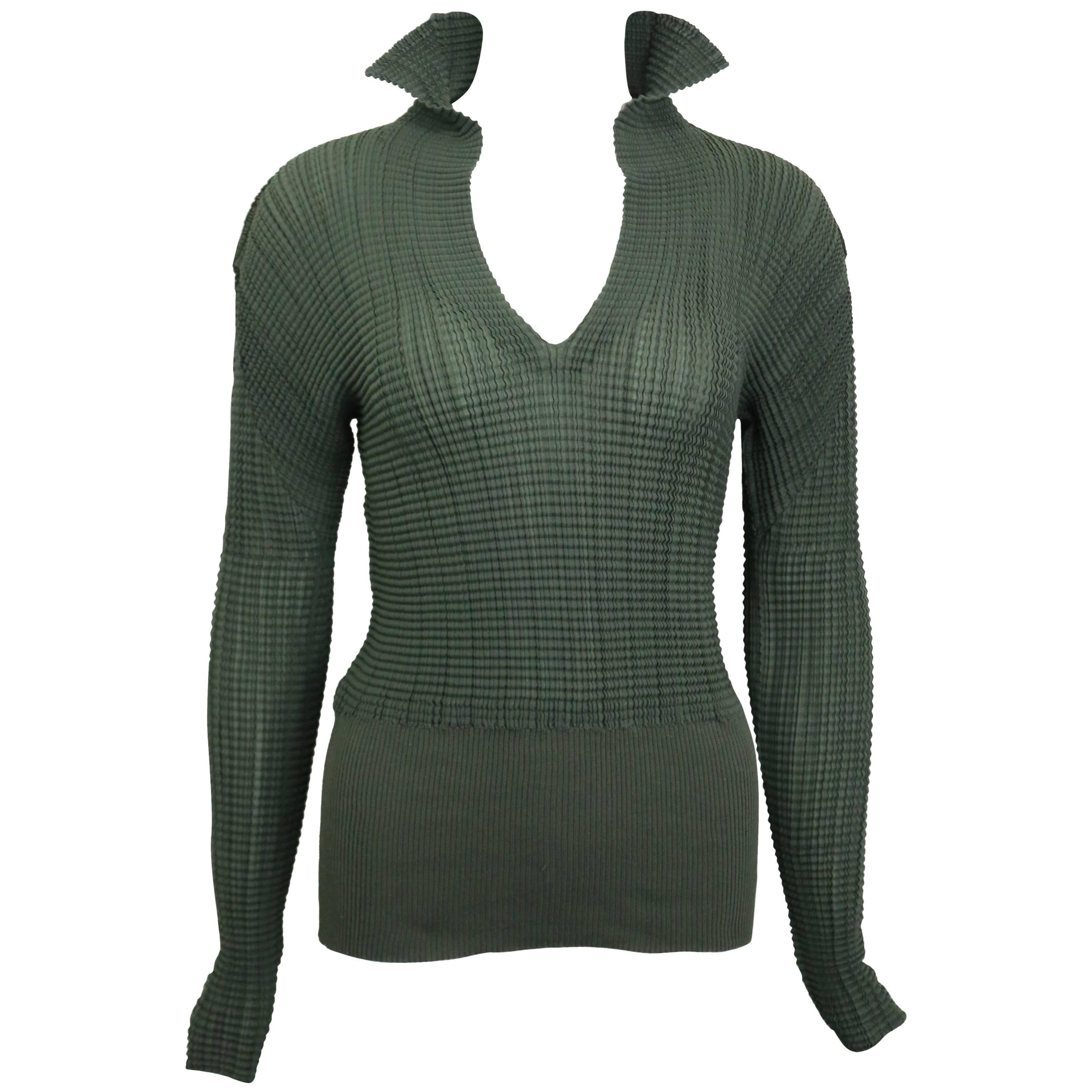 Issey Miyake Green Pleated V Neckline Collar Long Sleeves Top