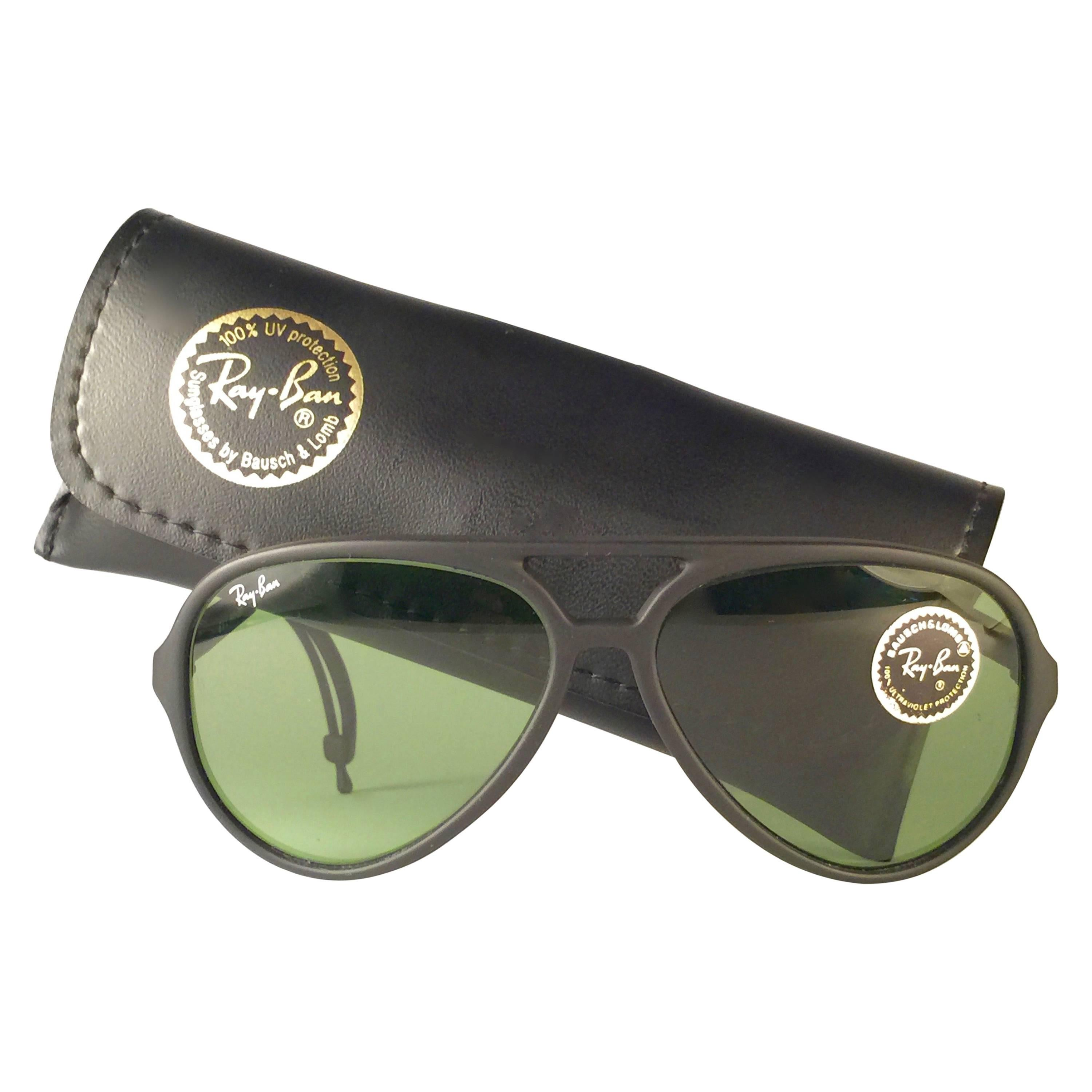 0375fa77847d9 New Vintage Ray Ban Sport Series 4 RB3 Green Lenses 1980 s B L Sunglasses  For Sale at 1stdibs