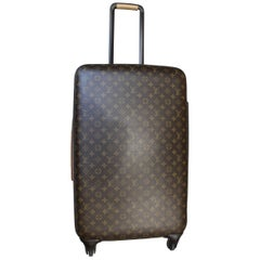 Louis Vuitton Zephyr 70 Suitcase. Really good condition. Wiith Protective Bag