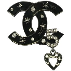 CHANEL CC Brooch in Silver Plated Metal and Black Enamel