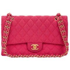 2000er Jahre gesteppte Chanel Fuchsia Bouclé-Stoff klassische kleine Handtasche
